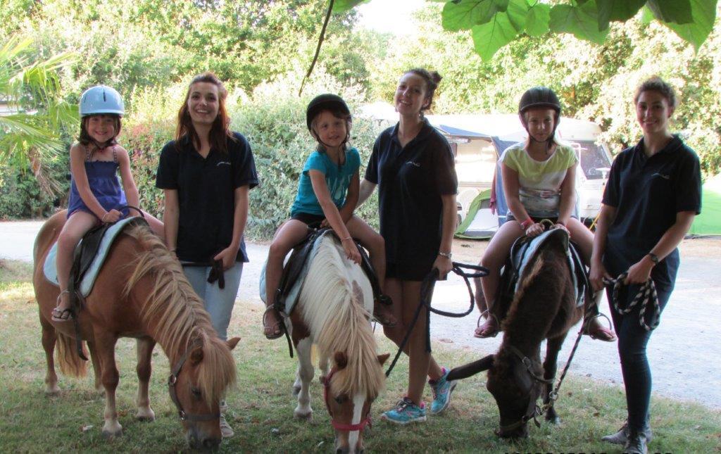 balade à poney au camping en Vendée