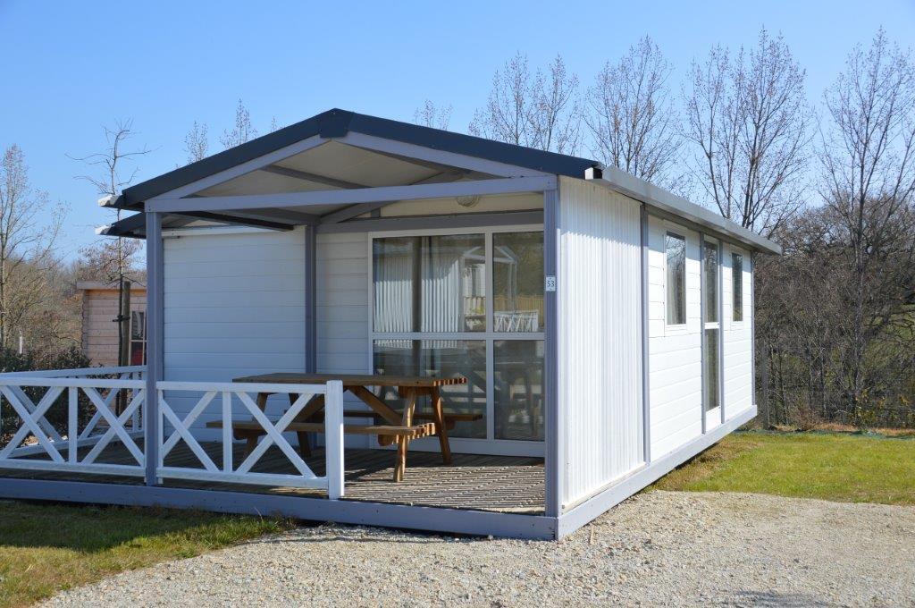 terrasse du chalet en location au camping 3 étoiles);