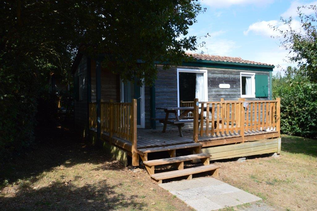 chalet avec terrasse au camping 3 étoiles);
