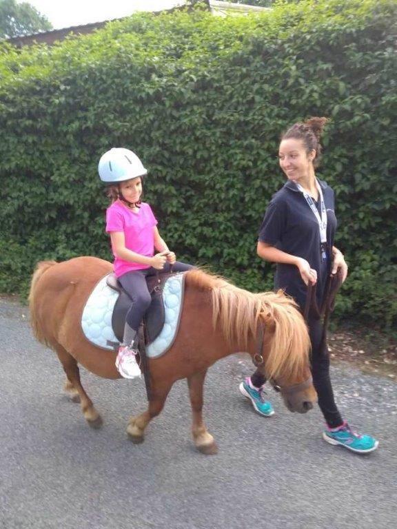 balade à poney enfants en vacances en Vendée