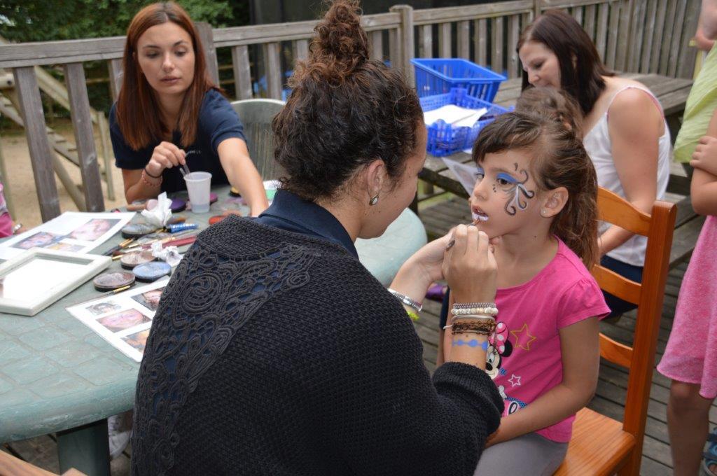 atelier maquillage enfants au club enfants du camping