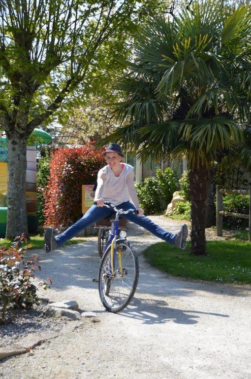 balade à vélo sur les pistes cyclables proche du camping
