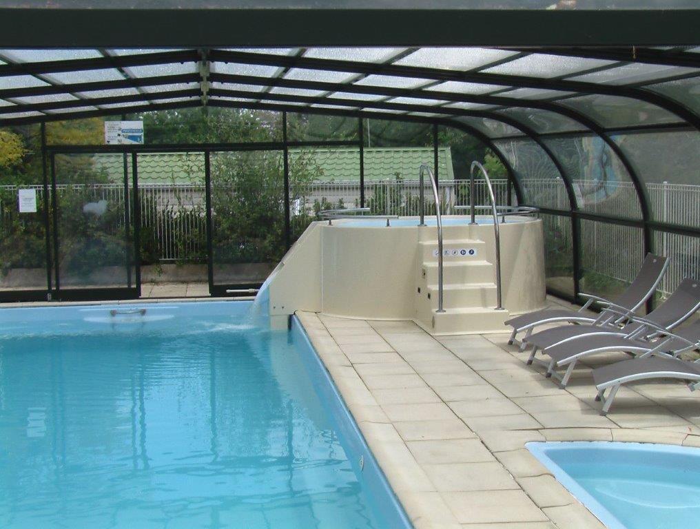 piscine couverte avec jacuzzi Vendée